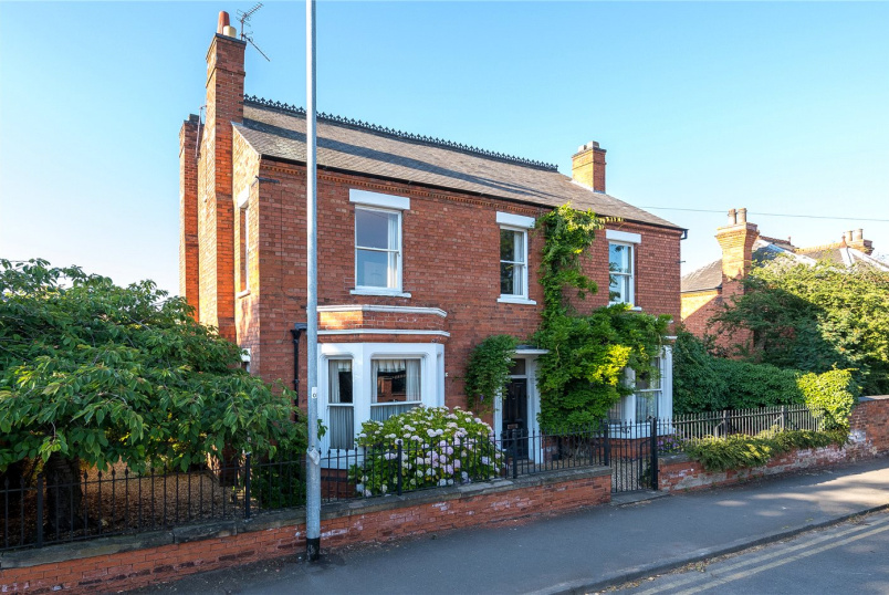 House for sale in Newark - Beacon Hill Road, Newark, NG24