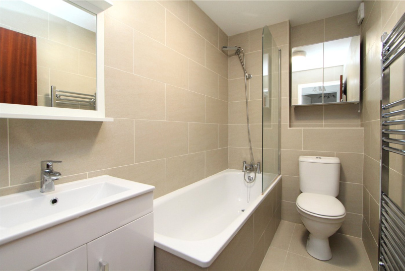 Flat/apartment to rent in Ealing & Acton - Harriers Close, Ealing, W5