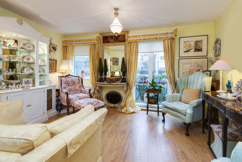 Apartment for sale in St Johns Wood - ANNES COURT, NW1 6EN
