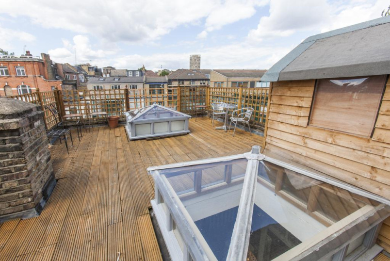 Maisonette to rent in Shoreditch - Bethnal Green Road, London, E2