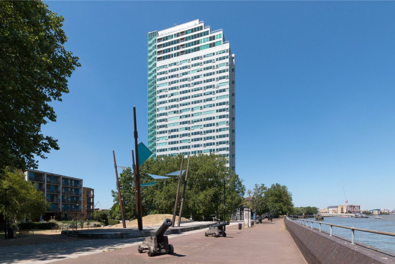 Flat/apartment for sale in Surrey Quays - Aragon Tower, George Beard Road, London, SE8