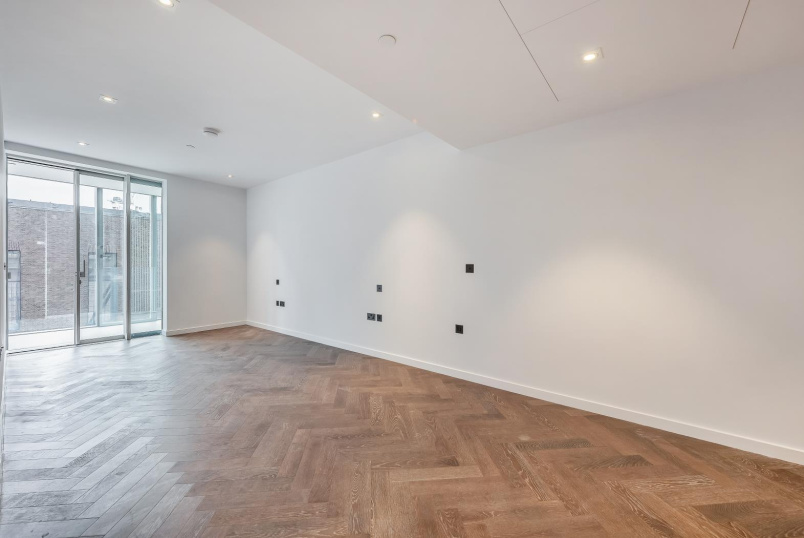 Flat to rent in Battersea - CIRCLE ROAD WEST, SW11