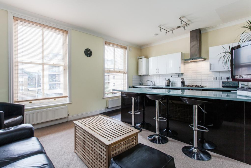 Maisonette to rent in Highbury - Drayton Park, Highbury, N5