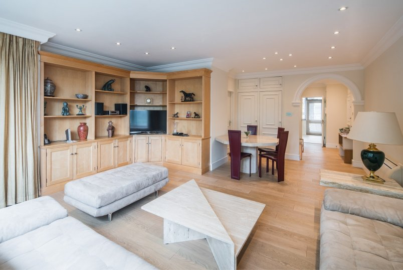 Apartment for sale in St Johns Wood - IMPERIAL COURT, NW8 7PT