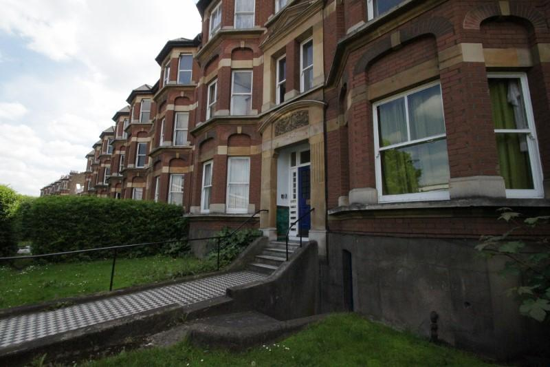 Flat/apartment to rent in New Cross - Fairlawn Mansions, New Cross Road, London, SE14