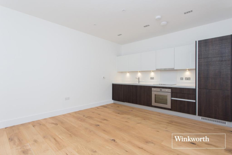 Flat/apartment to rent in Palmers Green - Prytaneum Court, Green Lanes, London, N13