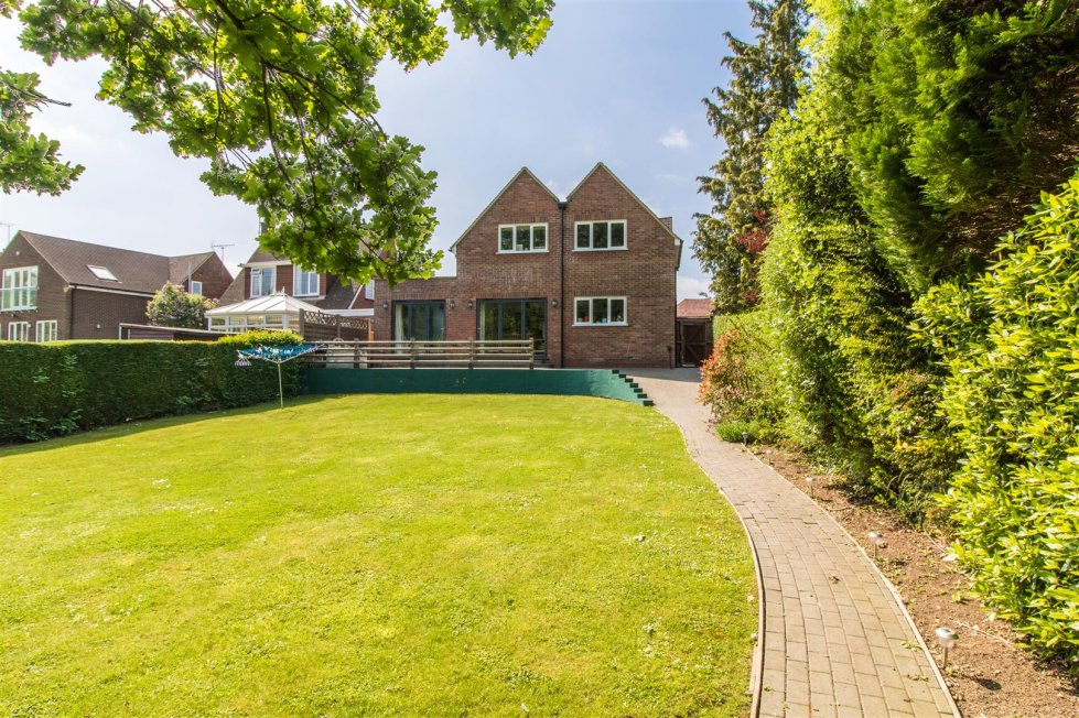 4 Bedroom Property For Sale In Hawthorn Hill Letchworth