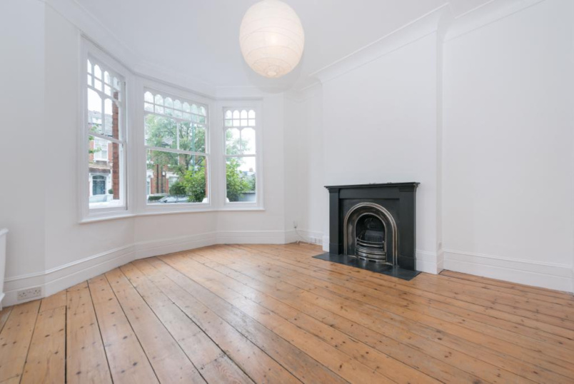 Flat/apartment to rent in Kensal Rise & Queen's Park - Kempe Road, London, NW6