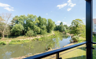Godalming - Stunning First Floor Apartment With Balcony And River Views!