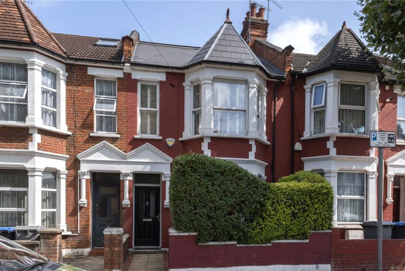 House for sale in Willesden Green - St. Johns Avenue, London, NW10