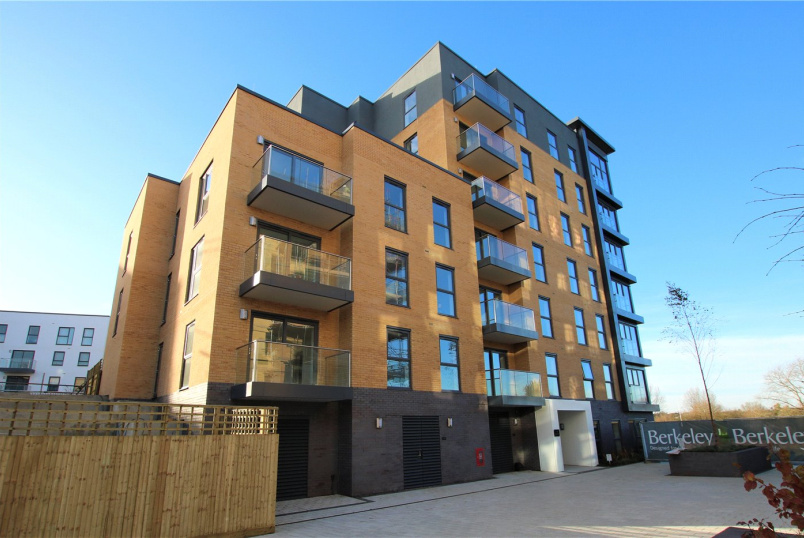 Flat/apartment for sale in Reading - Montagu House, Padworth Avenue, Reading, RG2