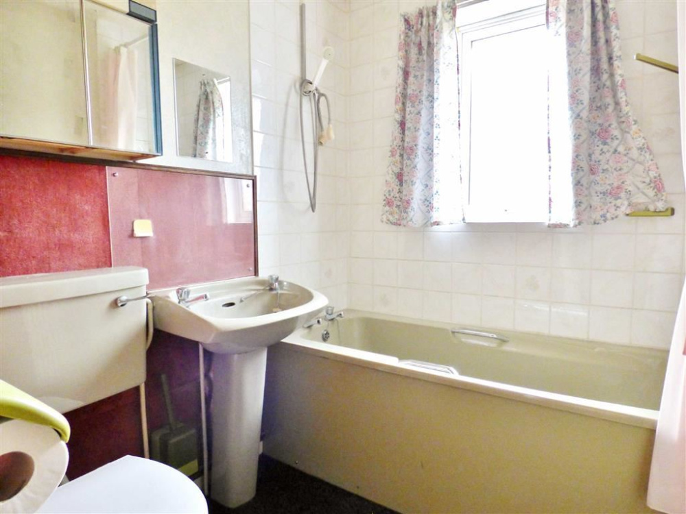 Kingsway toilets cottage