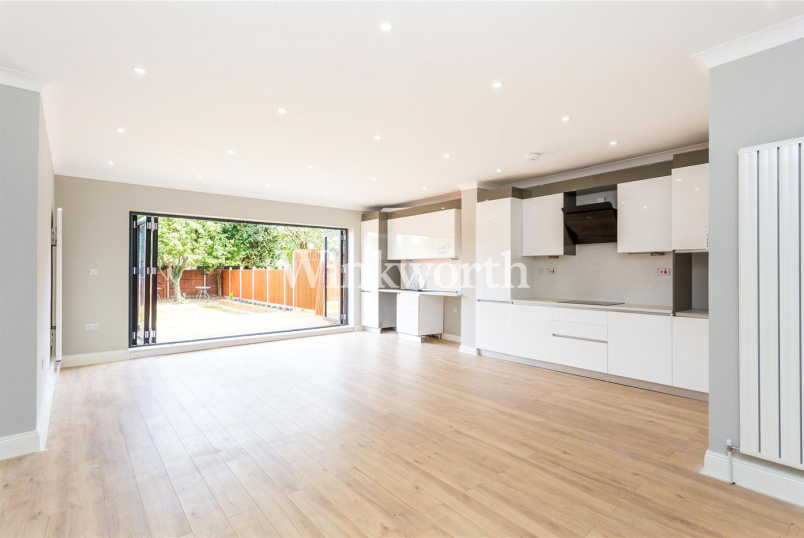 House for sale in Palmers Green - Wentworth Gardens, London, N13