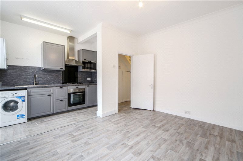 House to rent in Shepherds Bush & Acton - Adelaide Grove, London, W12