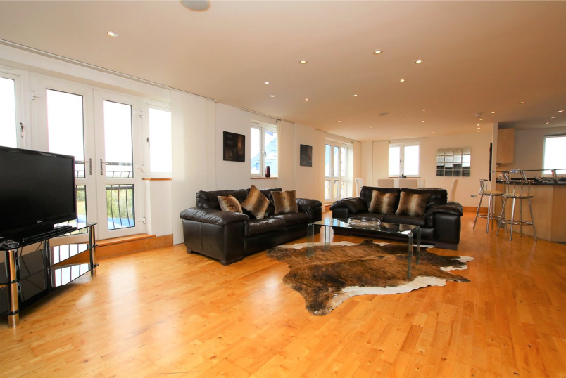 Penthouse to rent in Reading - Luscinia View, Napier Road, Reading, RG1
