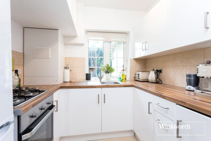 Flat/apartment to rent in Golders Green - Woodstock Road, London, NW11