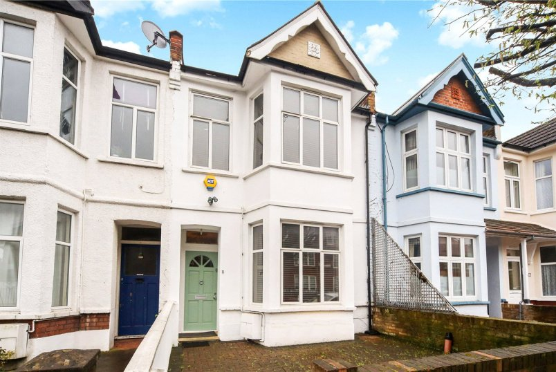 House for sale in Ealing & Acton - Aycliffe Road, London, W12