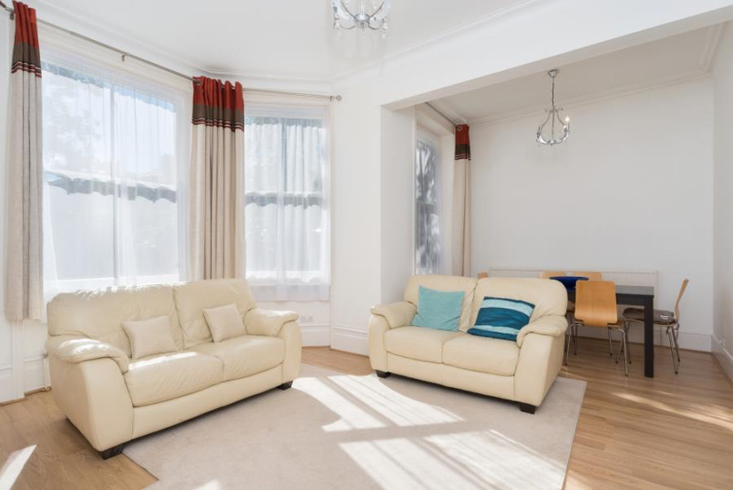 Flat to rent in St Johns Wood - ELGIN COURT, ELGIN AVENUE, W9 2NU