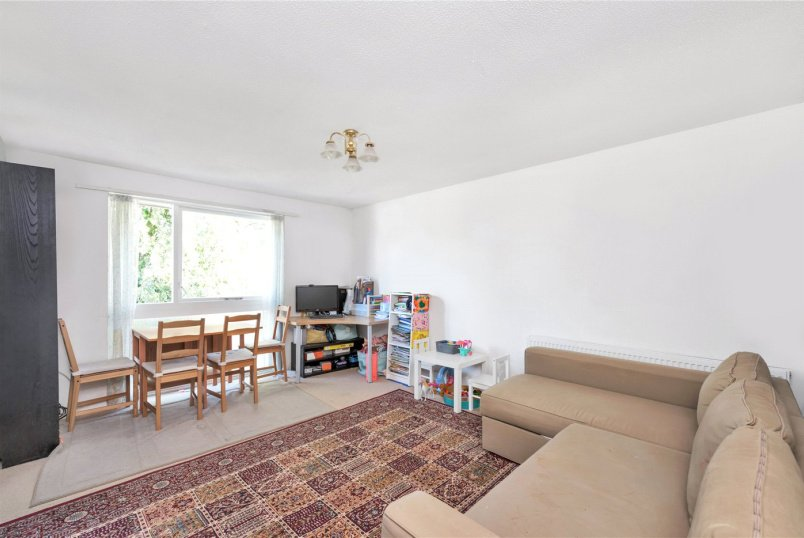 Flat/apartment to rent in Chiswick - Ravensmede Way, Chiswick, London, W4