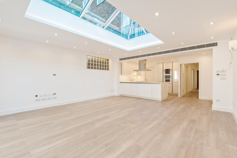 House - terraced to rent in St Johns Wood - MIDDLEFIELD, NW8 6ND
