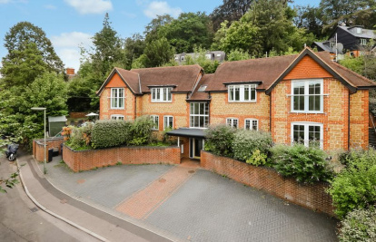 Godalming - Ground Floor Luxury Apartment With Own Private Garden.