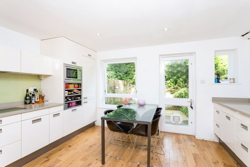 House for sale in Kentish Town - Thane Villas, London, N7