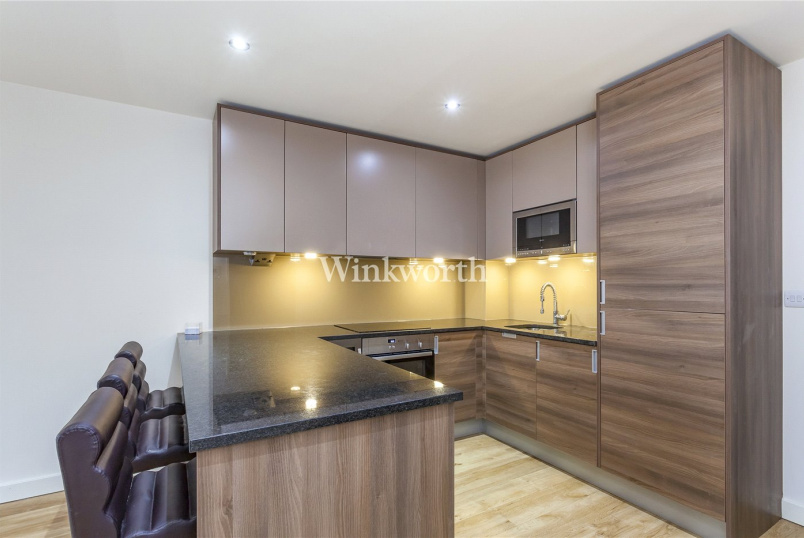 Flat/apartment to rent in Hendon - Carleton House, 20 Boulevard Drive, London, NW9