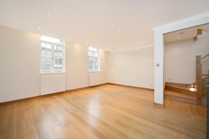 House to rent in Notting Hill - Westbourne Grove Mews, London, W11