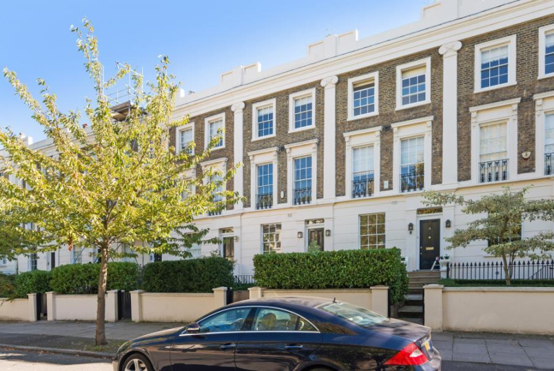 House - terraced for sale in St Johns Wood - QUEENS GROVE, ST JOHN'S WOOD NW8 6EL