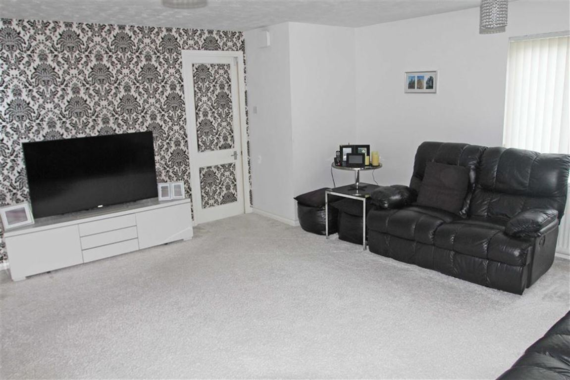 5 Bedroom Property For Sale In Barnes Close Rushey Mead Leicester - Black-and-white-bedroom-property