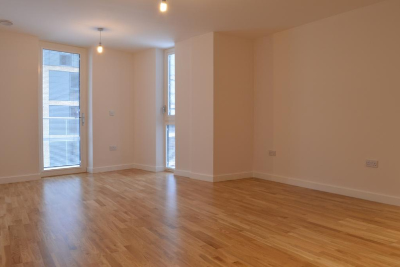 Flat/apartment to rent in Brentford & Isleworth - Myrtle Court, Baltic Avenue, TW8