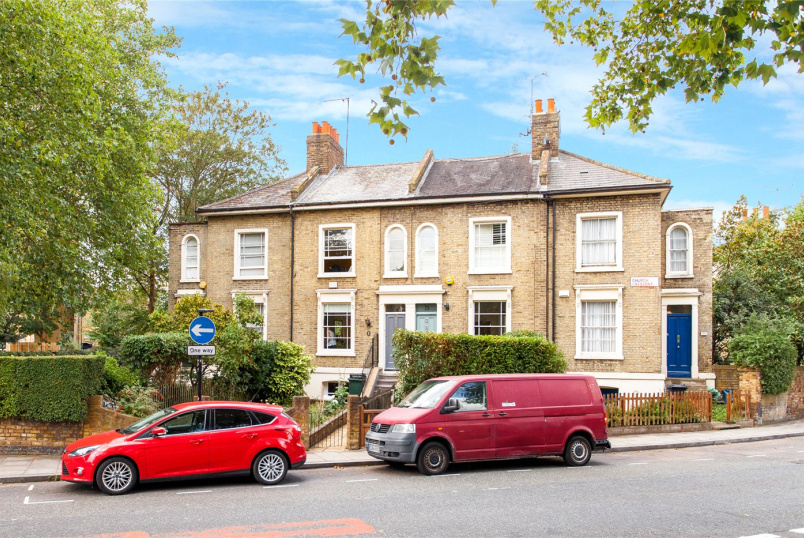 House for sale in Hackney - Church Crescent, London, E9