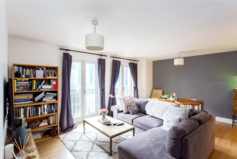 Flat/apartment to rent in Shoreditch - Kempton Court, 2 Durward Street, London, E1