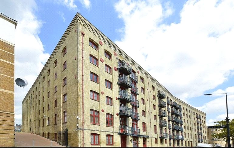Flat/apartment to rent in Surrey Quays - Rotherhithe Street, SE16