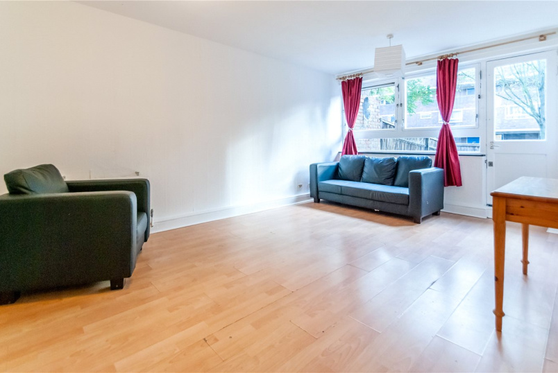 Maisonette to rent in Kentish Town - Stranraer Way, London, N1