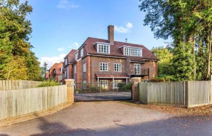 London Road, Sunningdale, Ascot, SL5
