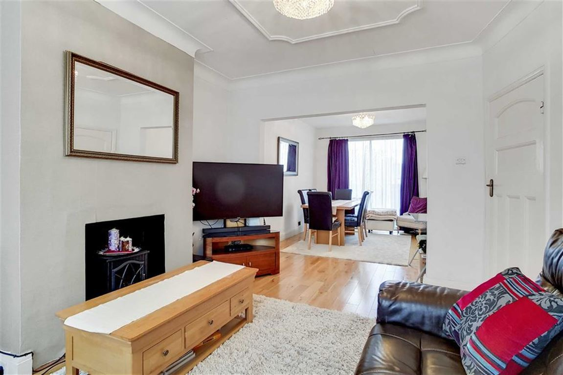 3 Bedroom Property For Sale In Hall Lane Chingford 475 000