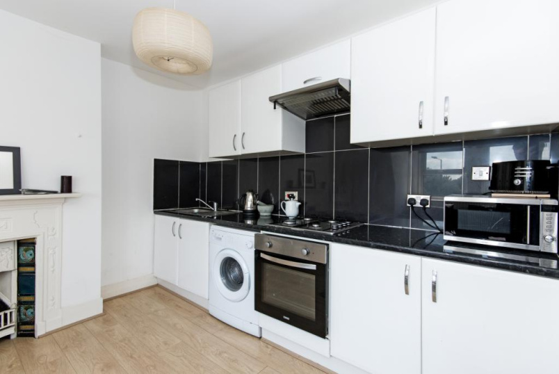 Flat/apartment to rent in Tooting - Tooting High Street, London, SW17