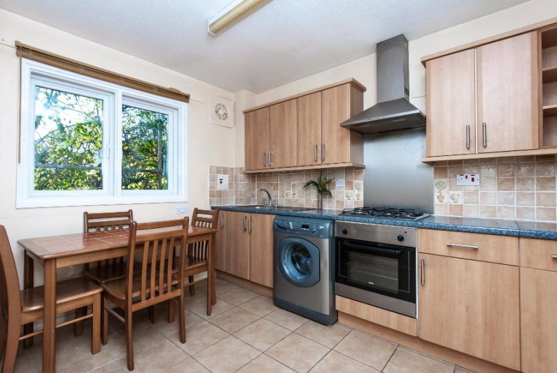 Flat to rent in Kennington - WESLEY CLOSE, SE17