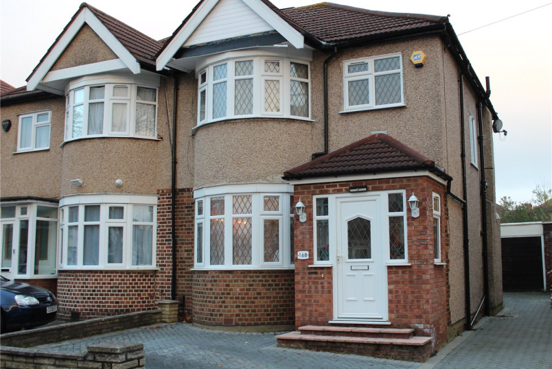 House for sale in Harrow - Kenmore Avenue, Harrow, HA3