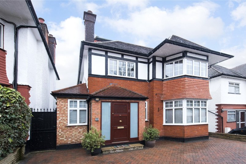 House for sale in Hendon - Haslemere Avenue, London, NW4