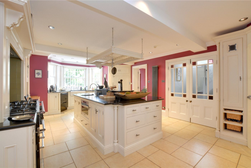 House for sale in Chislehurst - Court Road, Eltham, SE9