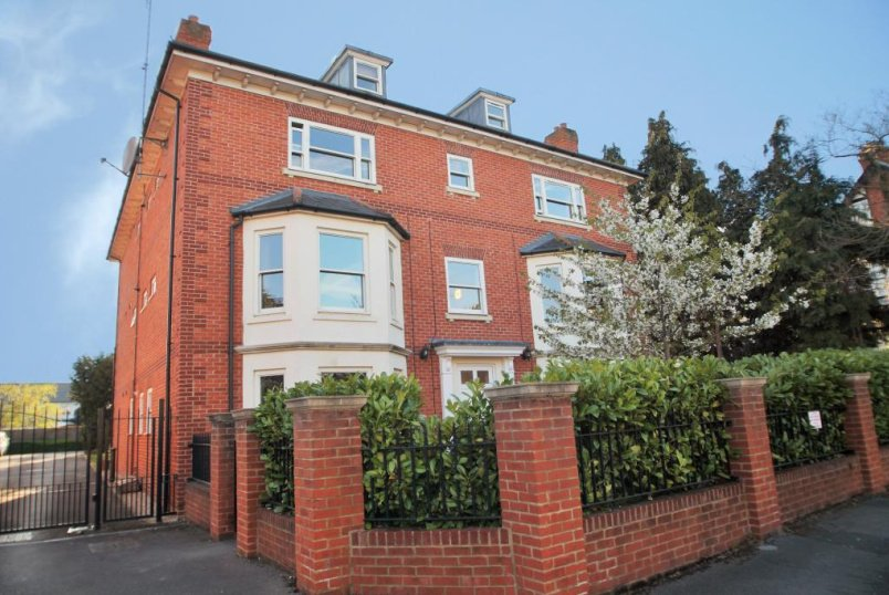Flat/apartment to rent in Reading - Brownlow Lodge, Brownlow Road, Reading, RG1