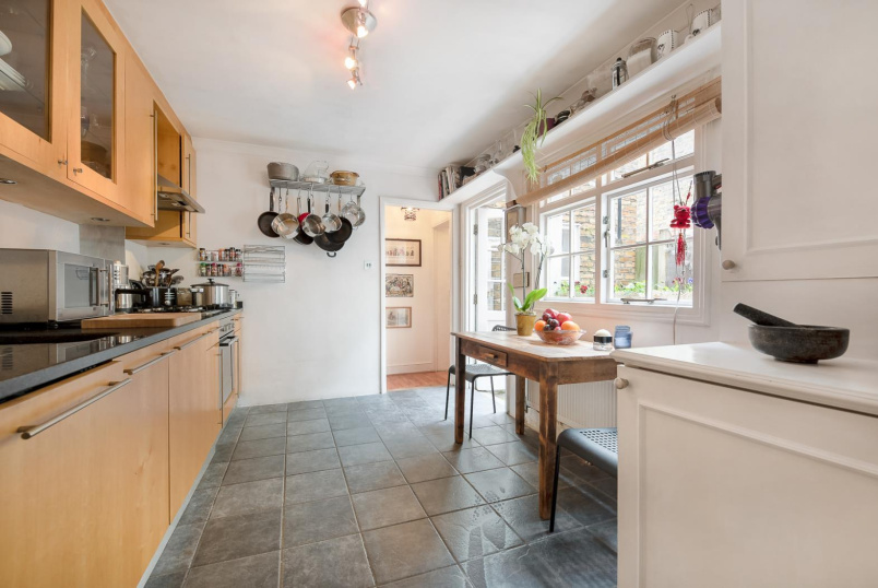Flat for sale in Clapham - INGELOW ROAD, SW8