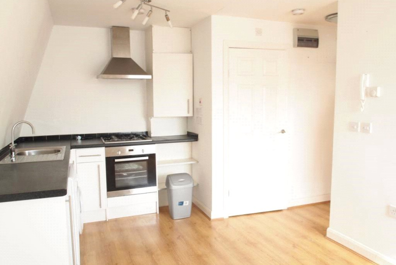 Flat/apartment to rent in Finchley - Dollis Road, Mill Hill East, NW7