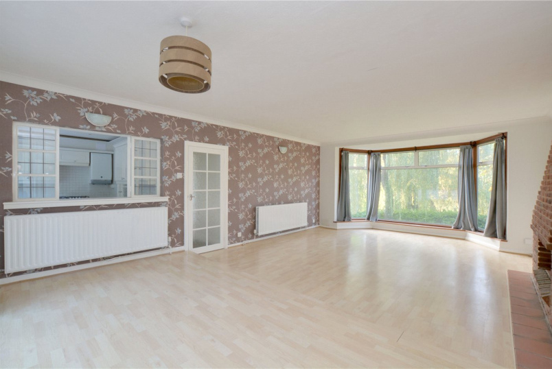 Bungalow to rent in Chislehurst - Raggleswood, Chislehurst, BR7