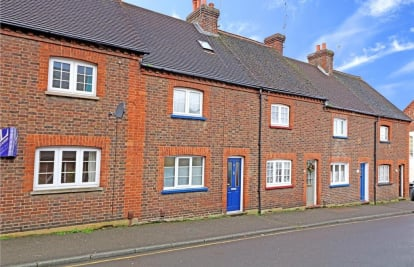 Centre of Dorking - Close to local park, shops and a short walk of train stations