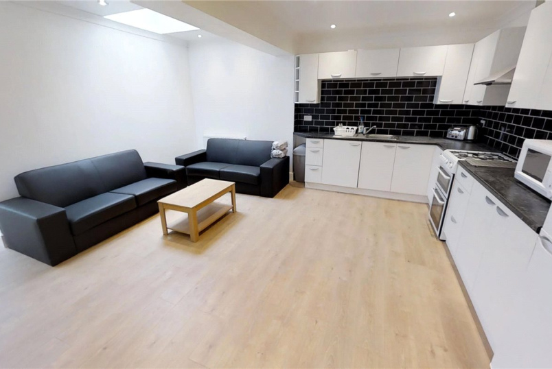 House to rent in Guildford - Raymond Crescent, Guildford, Surrey, GU2