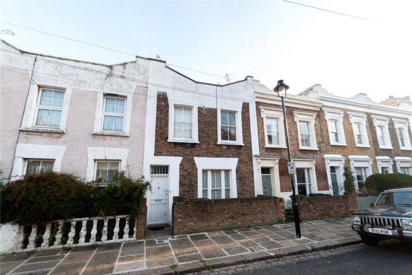 House to rent in Kentish Town - Hadley Street, London, NW1