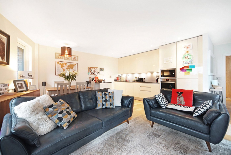 Flat/apartment for sale in Brentford & Isleworth - Narrowboat Avenue, Brentford, TW8